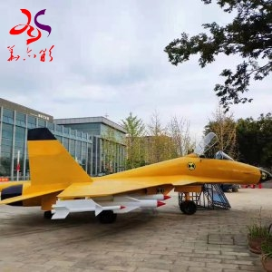 Lifesize Replicas Fighter-Bomber Jet From China Factory