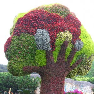 Giant Bespoke Colorful Artificial Fruit Tree Grass Bear Topiary Plant Statues